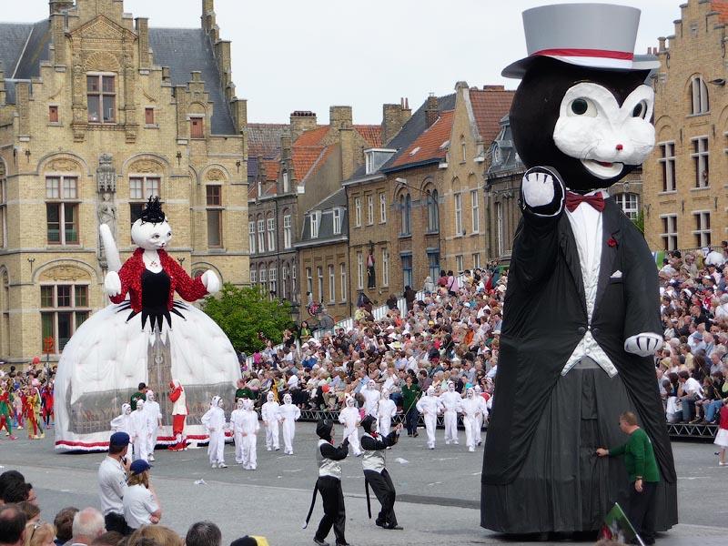 Кошачий уличный фестиваль: Ипр, Бельгия